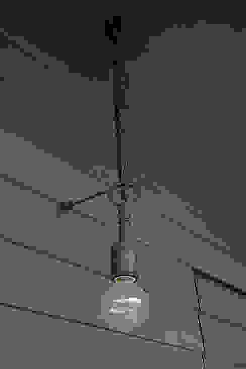オリジナル照明: 小林良孝建築事務所が手掛けた素朴なです。,ラスティック 銅/ブロンズ/真鍮