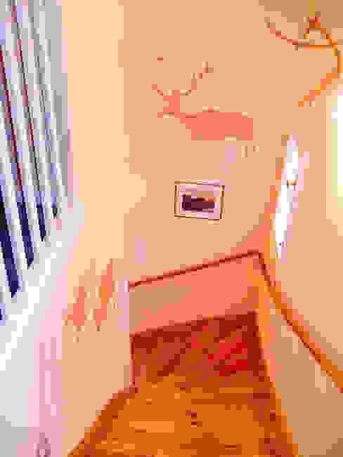 Wandschablonen Treppenhausgestaltung ab-design GmbH Moderne Wände & Böden