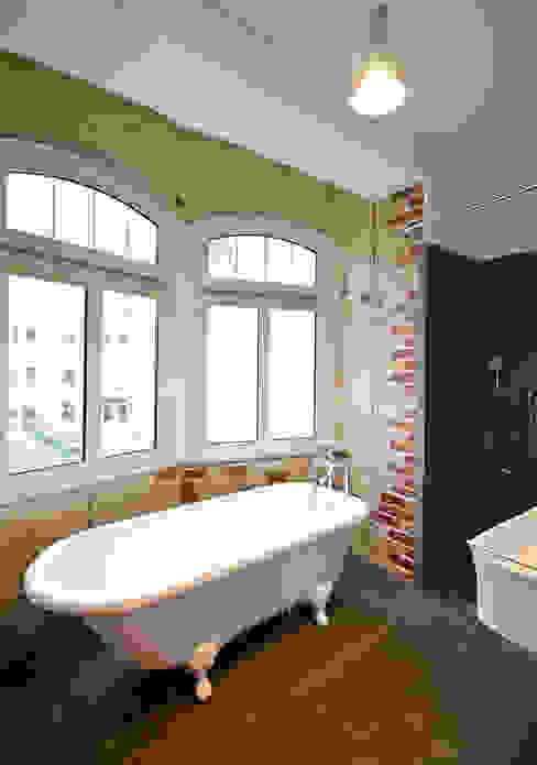 Modern bathroom by Studio DLF Modern