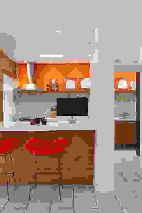 Cocinas de estilo moderno de Adoro Arquitetura Moderno Cerámico