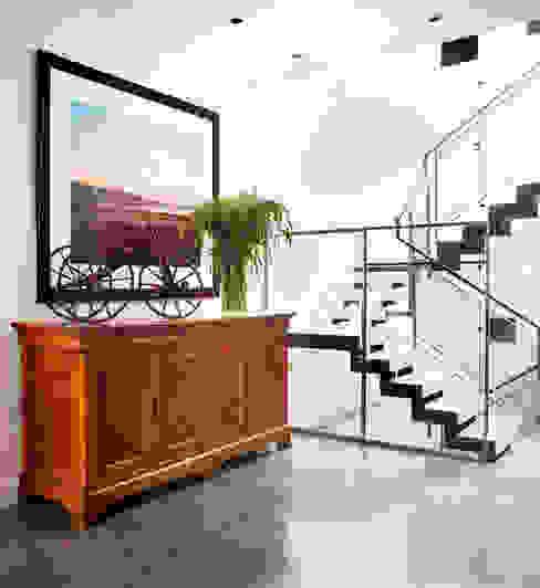 Casa em Sao Francisco Corredores, halls e escadas ecléticos por Antonio Martins Interior Design Inc Eclético
