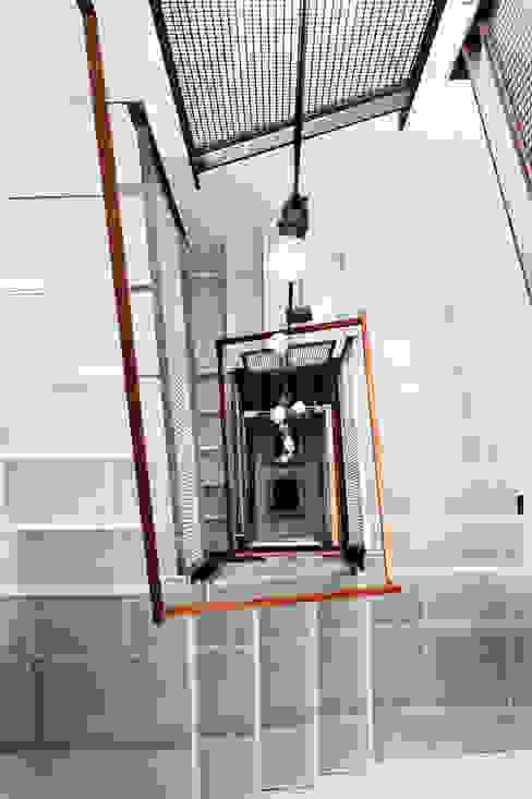 Pasillos, vestíbulos y escaleras eclécticos de Antonio Martins Interior Design Inc Ecléctico