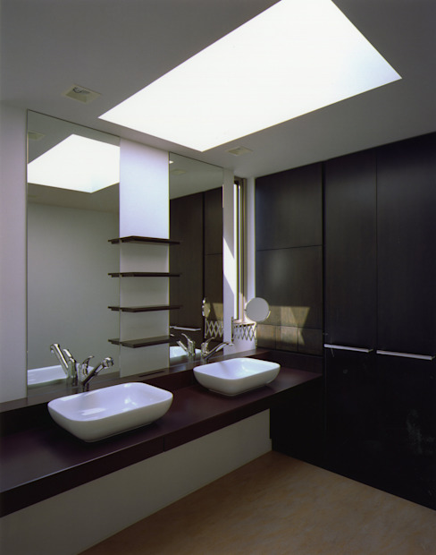 Modern bathroom by Architect Show Co.,Ltd Modern