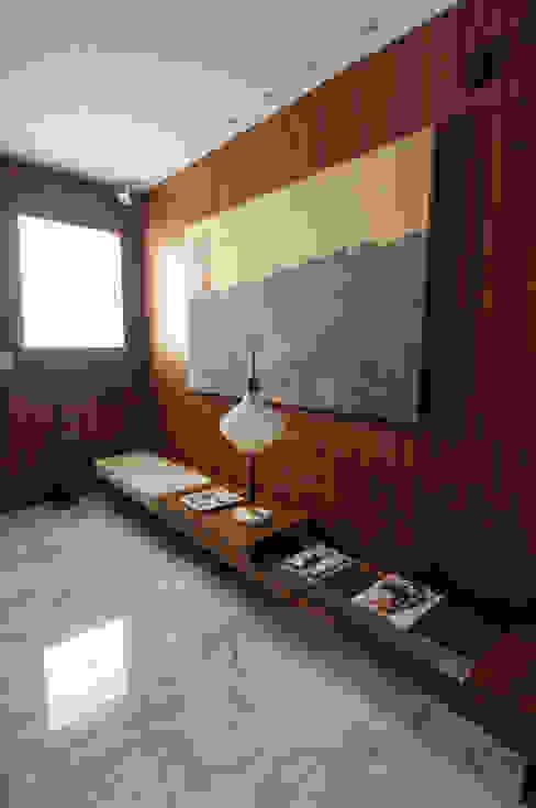 Apartamento Itacolomi Corredores, halls e escadas modernos por Antônio Ferreira Junior e Mário Celso Bernardes Moderno