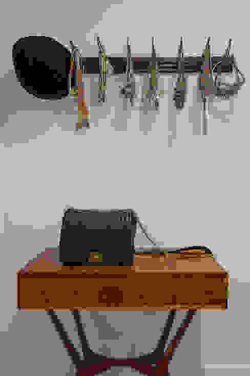 Modern Dressing Room by Antônio Ferreira Junior e Mário Celso Bernardes Modern