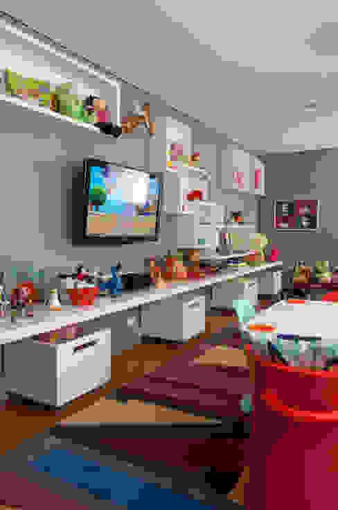 Детские комнаты в . Автор – Antônio Ferreira Junior e Mário Celso Bernardes, Модерн