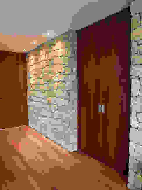 Corridor & hallway by André Pintão, Modern Stone