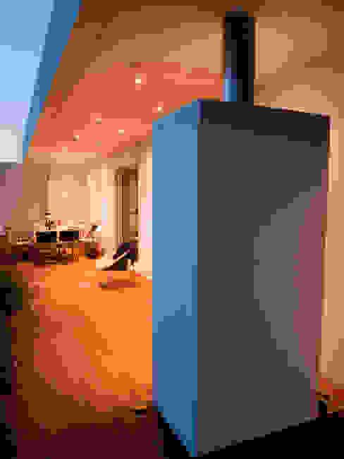 Terrace by André Pintão, Modern Bricks