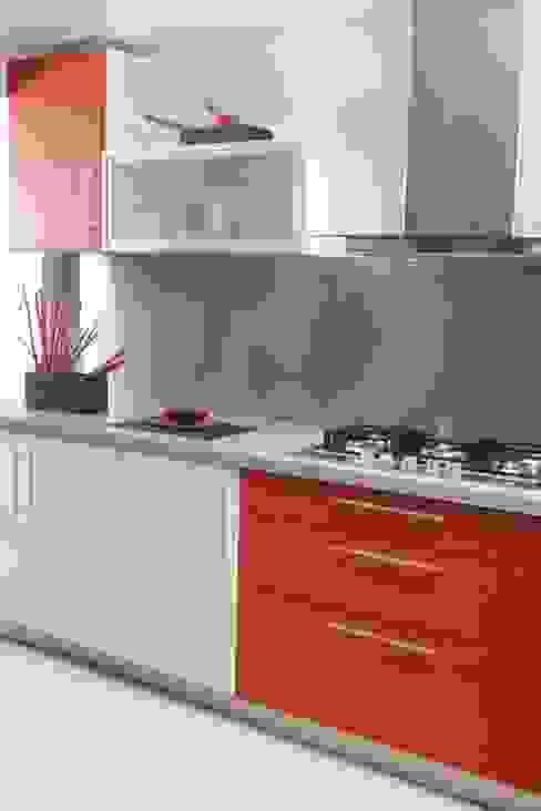 Más Proyectos. Cocinas modernas: Ideas, imágenes y decoración de Sql Amoblamientos de Cocina Moderno Plástico