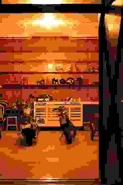Garasi Gaya Eklektik Oleh HOUSETRAD CO.,LTD Eklektik