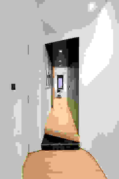 Pasillos y recibidores de estilo  por Garmendia Cordero arquitectos , Moderno