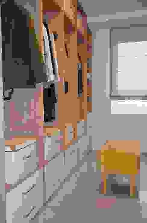 Projekty,  Garderoba zaprojektowane przez homify, Nowoczesny