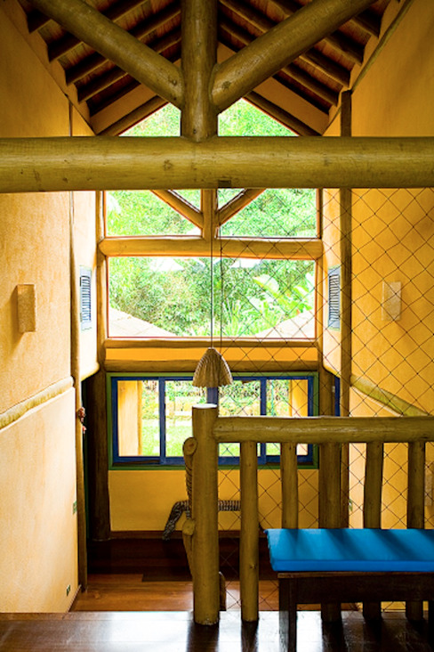 Pasillos, vestíbulos y escaleras de estilo rústico de MADUEÑO ARQUITETURA & ENGENHARIA Rústico