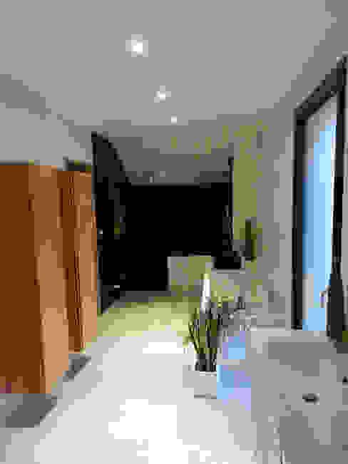 Maison AD Salle de bain moderne par FAVRE LIBES Architectes Moderne