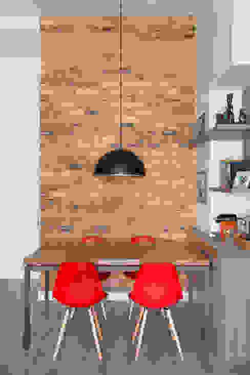 Apartamento Cool Salas de jantar modernas por Carolina Mendonça Projetos de Arquitetura e Interiores LTDA Moderno