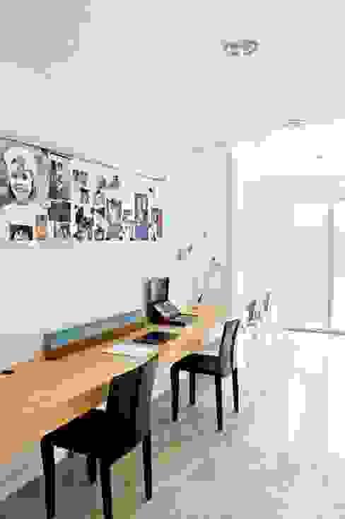 Phòng học/Văn phòng theo Arq. PAULA de ELIA & Asociados, Hiện đại