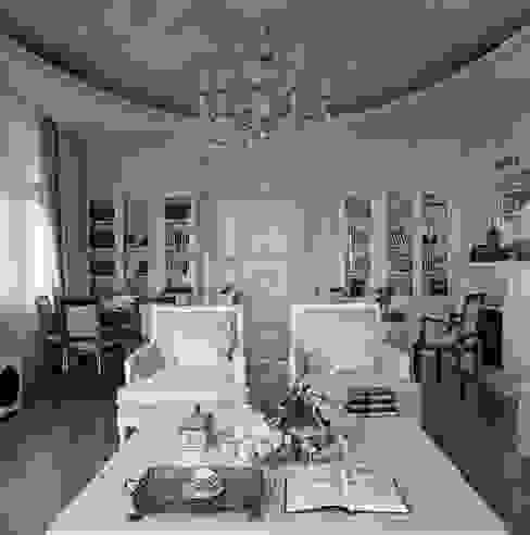 Salas de estilo  por Архитектор Татьяна Стащук, Clásico