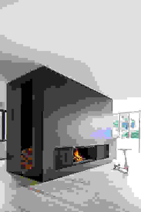 Recuperador Lenha Ultime (Porta de Guilhotina) Biojaq - Comércio e Distribuição de Recuperadores de Calor Lda Salas de estar modernas