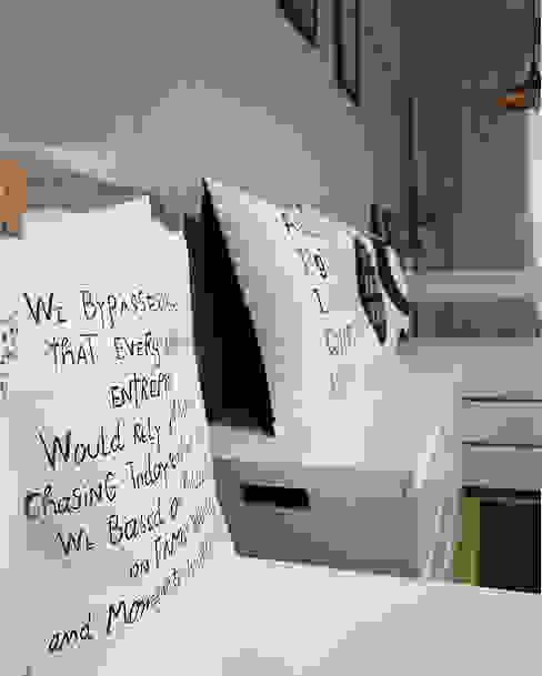 现代客厅設計點子、靈感 & 圖片 根據 DAISY STYLE 現代風