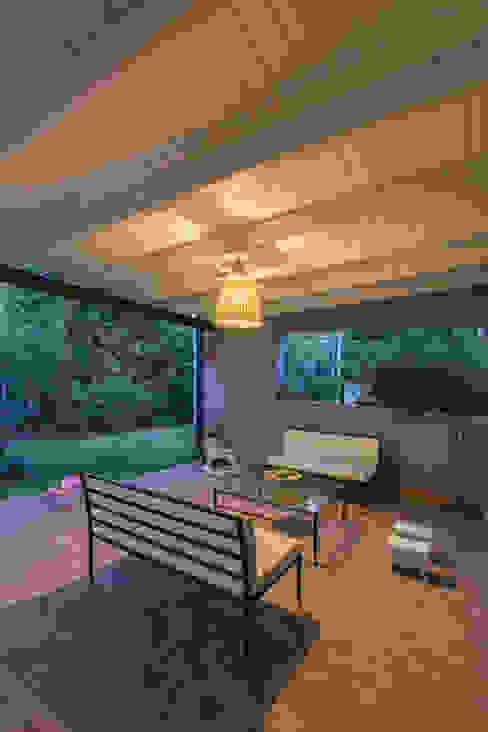 Modern Garden by ARRILLAGA&PAROLA Modern