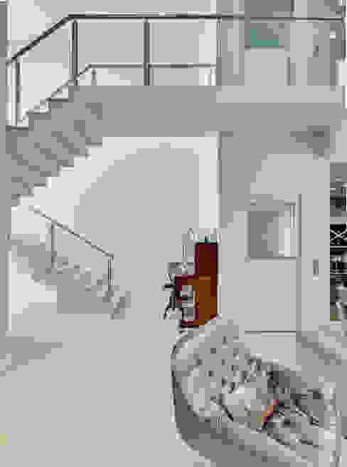 Pasillos y recibidores de estilo  por Angelica Pecego Arquitetura, Moderno