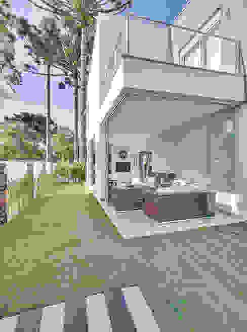 Jardines de estilo  por Angelica Pecego Arquitetura, Moderno