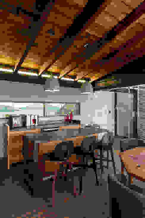 Salas / recibidores de estilo  por BURO ARQUITECTURA