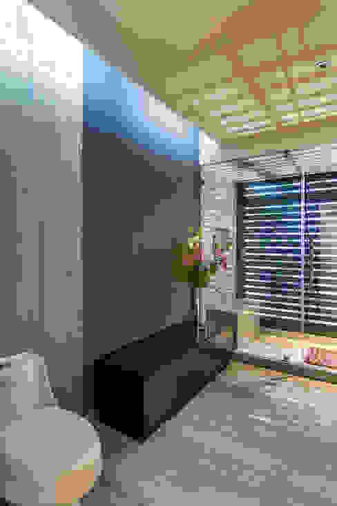 Baños de estilo  por BURO ARQUITECTURA