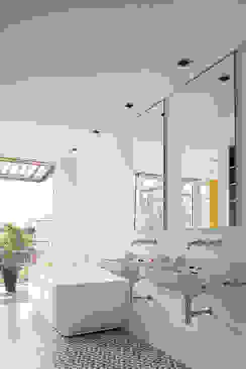 모던스타일 욕실 by Forsberg Architekten AG 모던