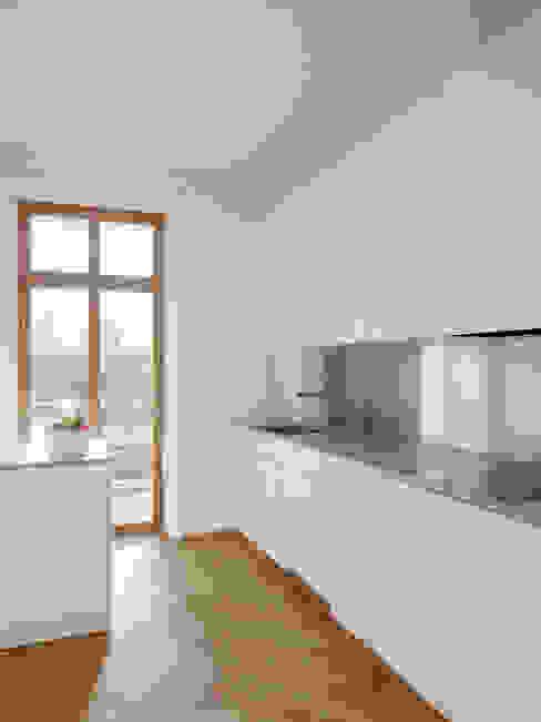 Um- und Ausbau eines Wohngebäudes von 1892, Basel Moderne Küchen von Forsberg Architekten AG Modern