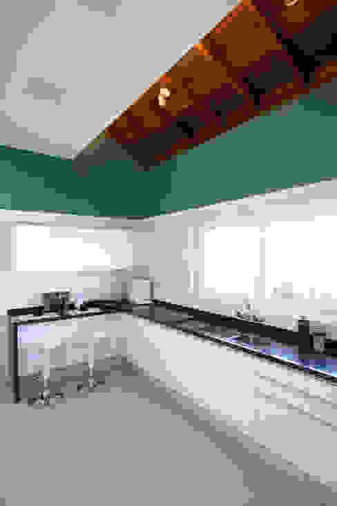 Modern style kitchen by Samy & Ricky Arquitetura Modern