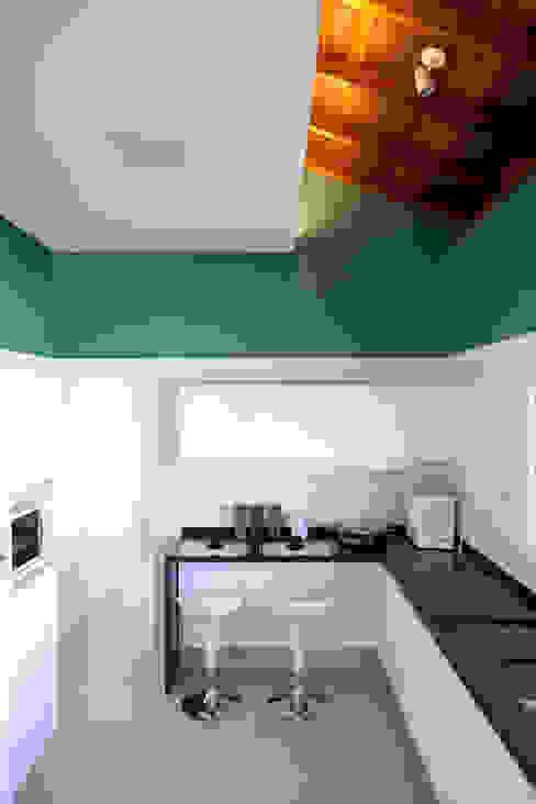 Kitchen by Samy & Ricky Arquitetura, Modern