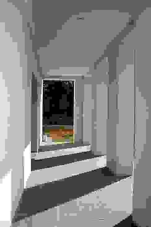 Casa Byrnes Pasillos, vestíbulos y escaleras modernos de Aulet & Yaregui Arquitectos Moderno