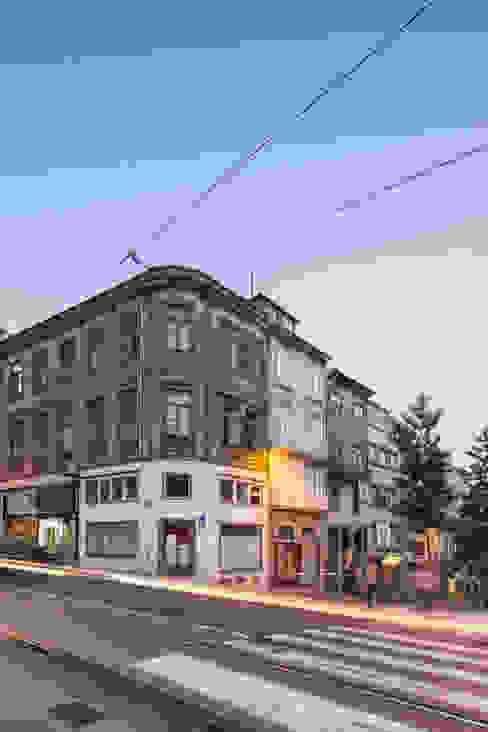 Maisons de style  par Pedro Ferreira Architecture Studio Lda, Éclectique Granite