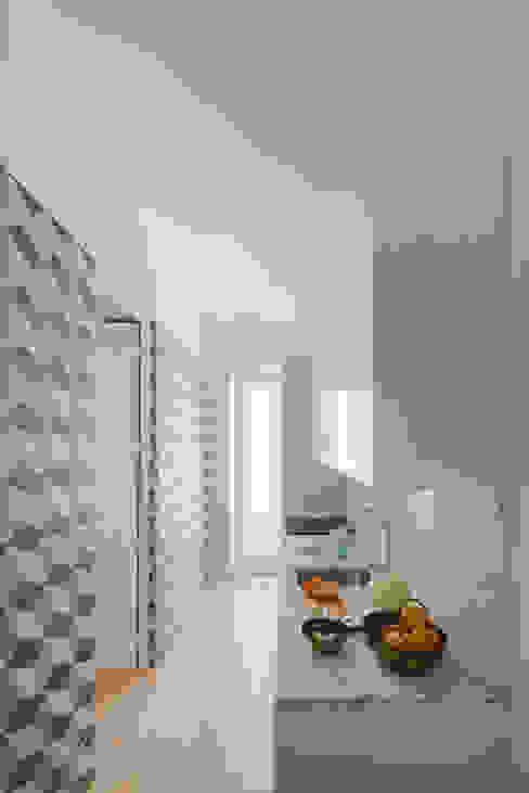 Cuisine de style  par Pedro Ferreira Architecture Studio Lda, Éclectique Céramique