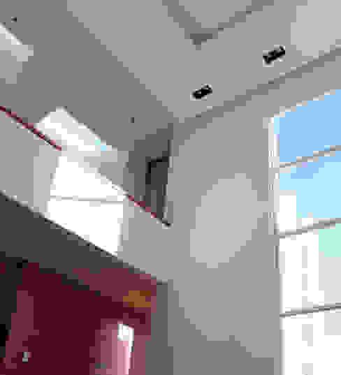SALA Salas de estilo moderno de GRUPO VOLTA Moderno