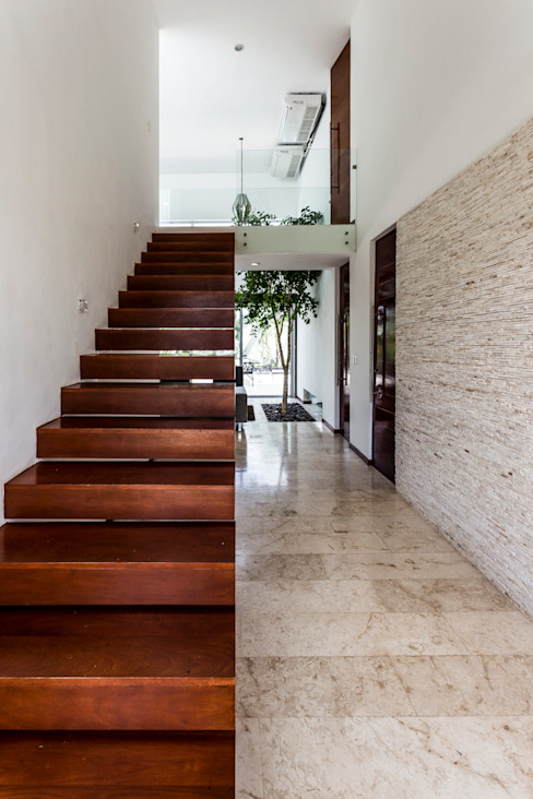 Corridor and hallway by P11 ARQUITECTOS, Modern