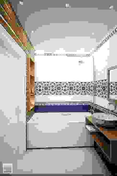Banheiros campestres por Burkov Studio Campestre