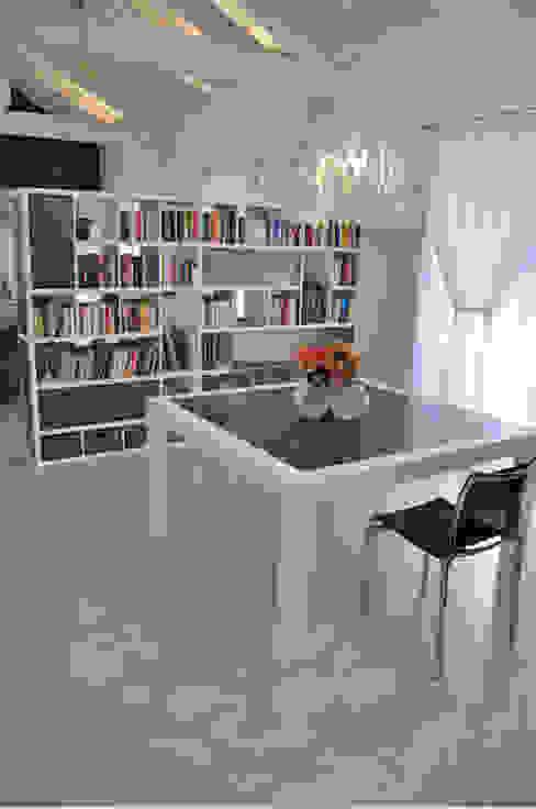 Linea494 Modern dining room by Effegieffe snc Modern