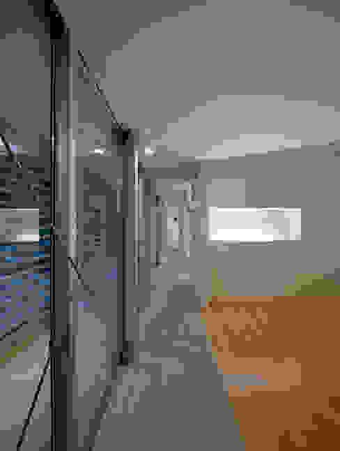 黒髪町の家: 一級建築士事務所ヒマラヤ(久野啓太郎)が手掛けた寝室です。,モダン
