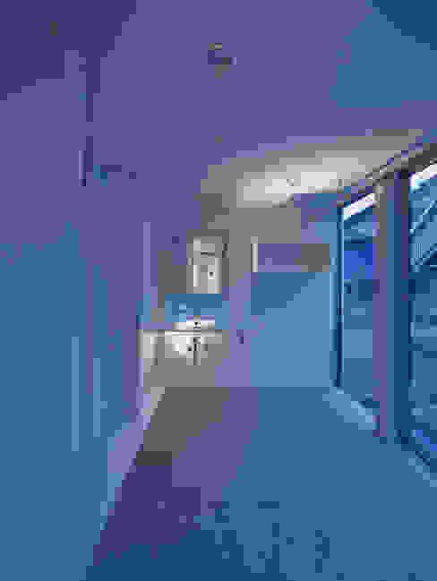 黒髪町の家: 一級建築士事務所ヒマラヤ(久野啓太郎)が手掛けた浴室です。,モダン