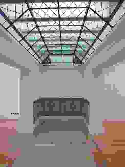 Saguão Corredores, halls e escadas clássicos por Belgas Constrói Lda Clássico