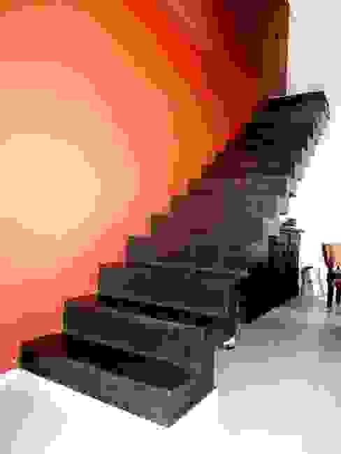 Vivienda DLB - Tejas 2 (proyecto y obra) Pasillos, vestíbulos y escaleras modernos de ANDA arquitectos Moderno