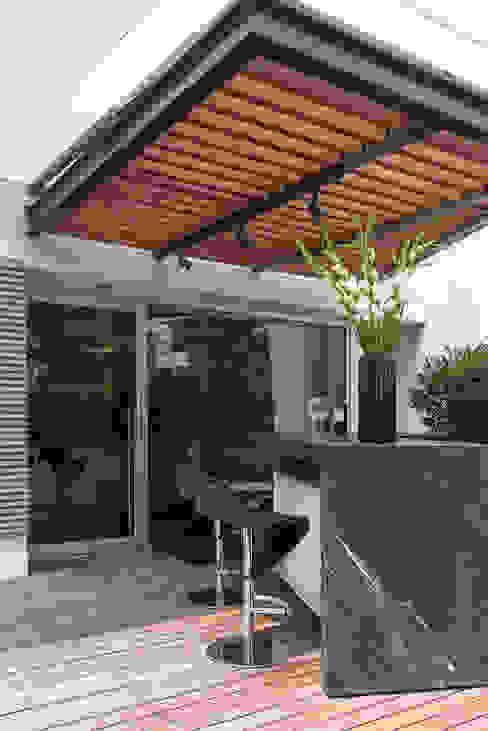 Balcones y terrazas modernos de Hansi Arquitectura Moderno