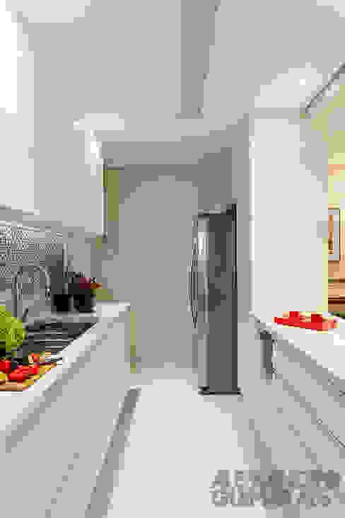 Кухня в . Автор – Martins Valente Arquitetura e Interiores,