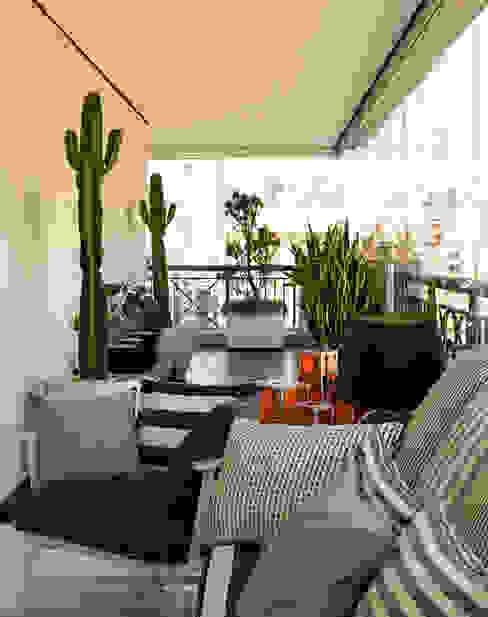 Balcones y terrazas de estilo moderno de Toninho Noronha Arquitetura Moderno