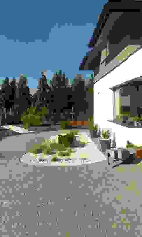Projekt ogrodu nowoczesnego Nowoczesny ogród od BioArt Ogrody, Architektura Krajobrazu Nowoczesny Granit