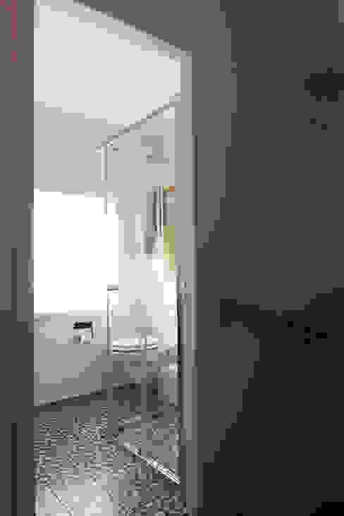 Banheiros modernos por Diego Alonso designs Moderno