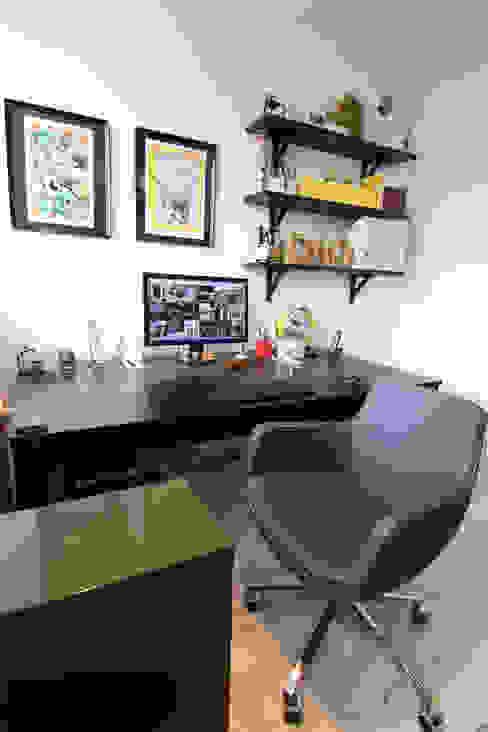 Diego Alonso designs Estudios y despachos de estilo moderno