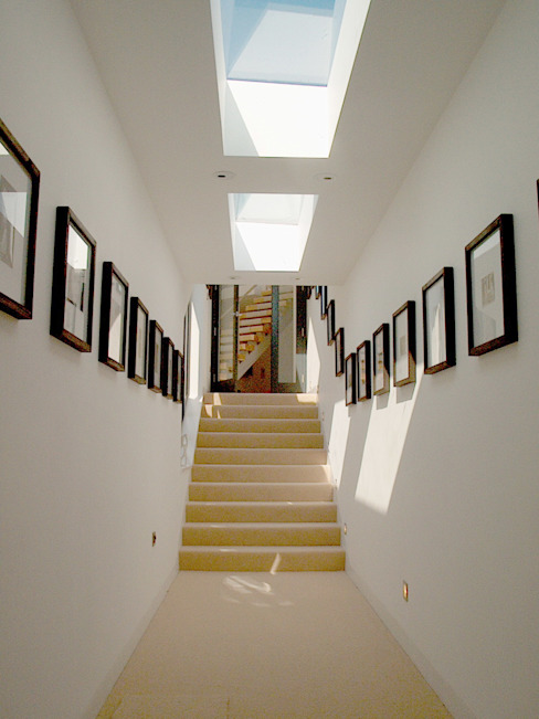Mermaids - A home by the sea Trewin Design Architects Minimalist corridor, hallway & stairs White